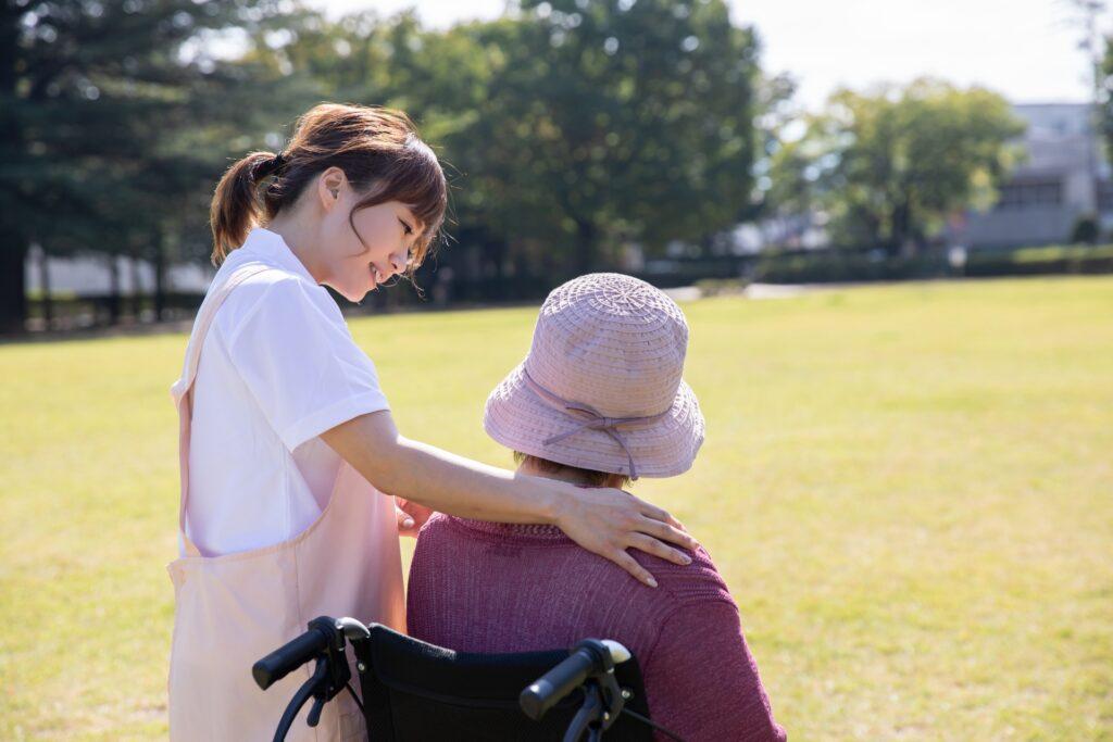新田恵利さんが92歳の母親介護について「認知症で在宅介護の母に怒りを覚えて……それでも喜びと充実感がある」と語っている
