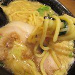 横浜家系ラーメン希家池上店、太い麺にコクのある豚骨スープ