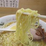 中華そばさとう(大田区羽田)は地味な店構えにシンプルな中華そばだが煮干しと鶏ガラ出汁できちんと作った。青湯系スープ