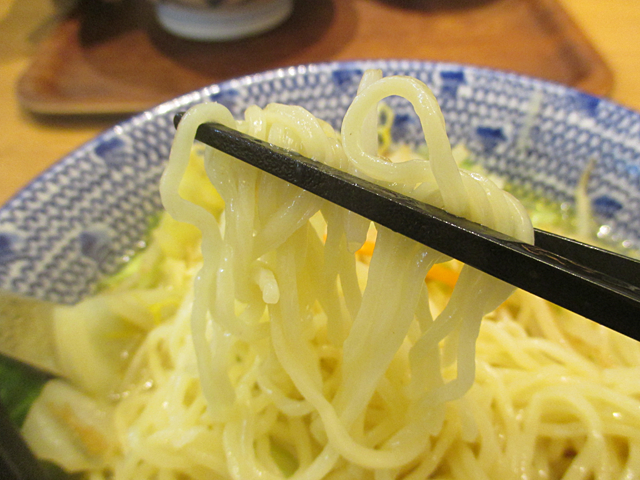 茹で野菜と乱切りチャーシュー、塩と鶏のスープ