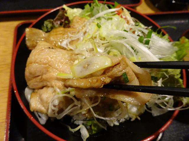 魚蔵ねむろ蒲田駅前店は毎朝空輸される四季折々の新鮮魚介をその日に提供するお店でランチも北海道ラーメンと丼を用意