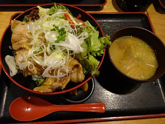 柔らかハーブ豚のトン豚丼定食