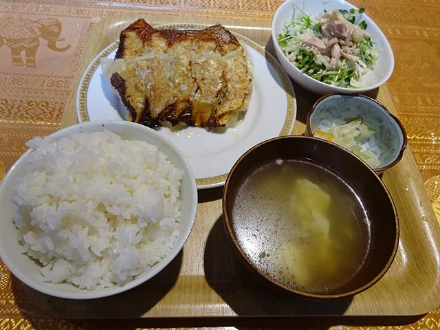成田家雅殿の餃子定食