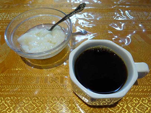 成田家雅殿のデザートとコーヒー