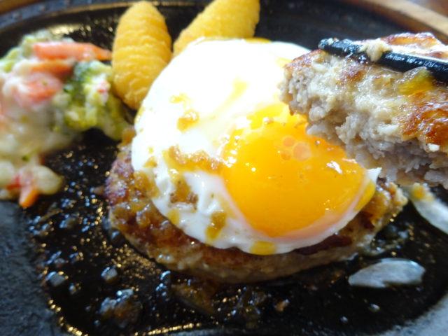 びっくりドンキー東六郷店のエッグバーグステーキセットやおろしそバーグステーキセットはハンバーグのランチメニュー