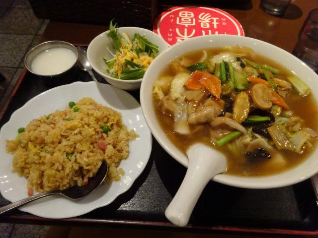 五目麺(五目そば)と半チャーハンのセット