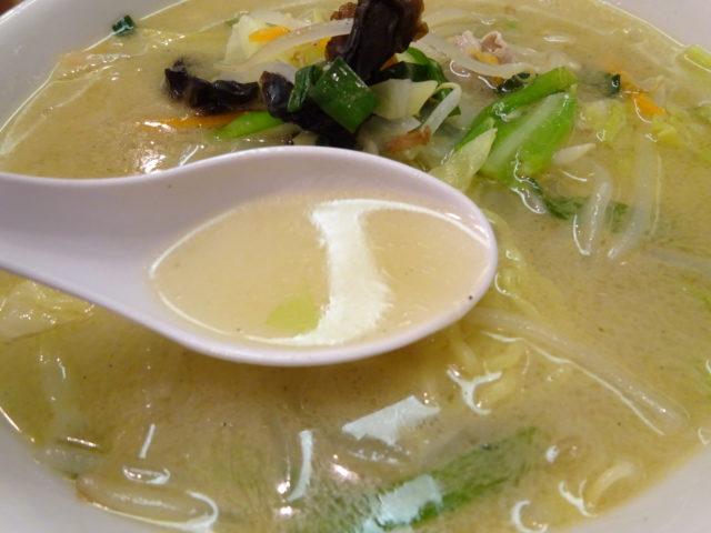 華栄のタンメンのスープ