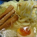 麺喰屋Senmi(大田区矢口)は、らー麺、ごまらー麺、つけ麺、汁なし担々麺、塩ラーメンなどいずれも個性的なメニュー
