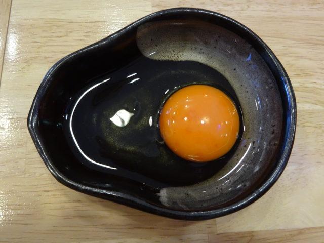 油そばの生卵