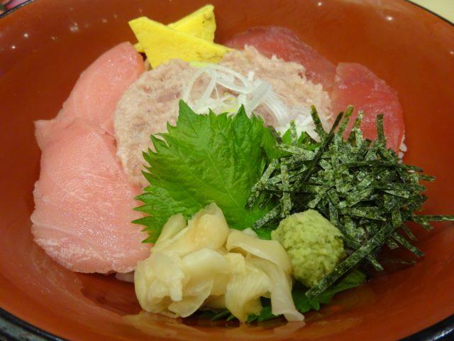 まぐろ三色丼(780円)