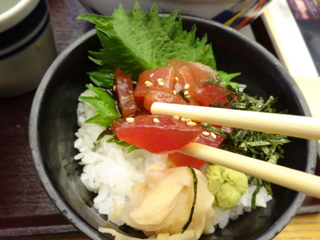 華屋与兵衛羽田店(大田区萩中)は江戸前寿司、手打ちうどん、各種和定食、和膳など提供の和食系ファミリーレストラン