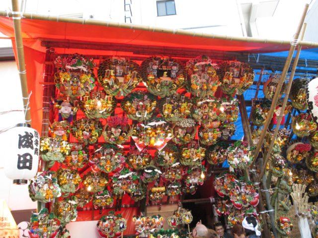 大森鷲神社(大田区大森北)は「酉の日」に商売繁盛の神様に参詣する地元商工業者がたくさん訪れる神社としてお馴染み