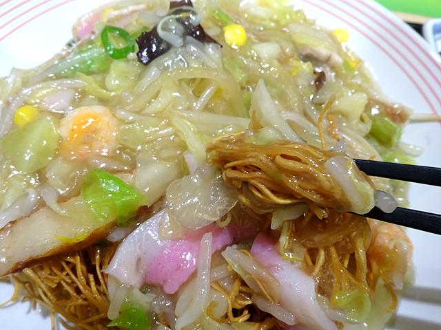リンガーハットJR蒲田東口店(大田区蒲田)では皿うどんに専用のソースかけて『強かな長崎の庶民文化』を満喫しました