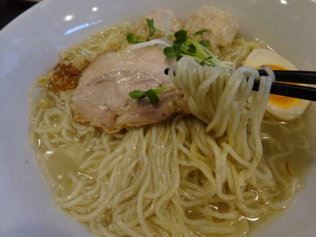 ラーメン晃輝(大田区池上)は鶏がらに鯛の頭を炊き込み旨味を出し尽くし動物系スープを合わせた塩味の鯛ラーメンが人気