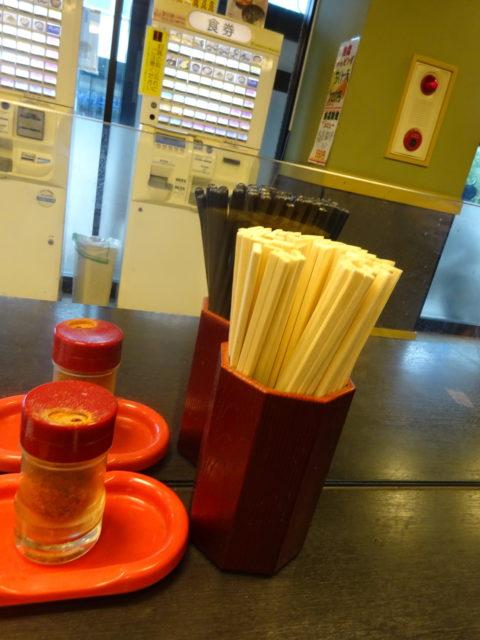 エコ箸と割り箸の両方を用意