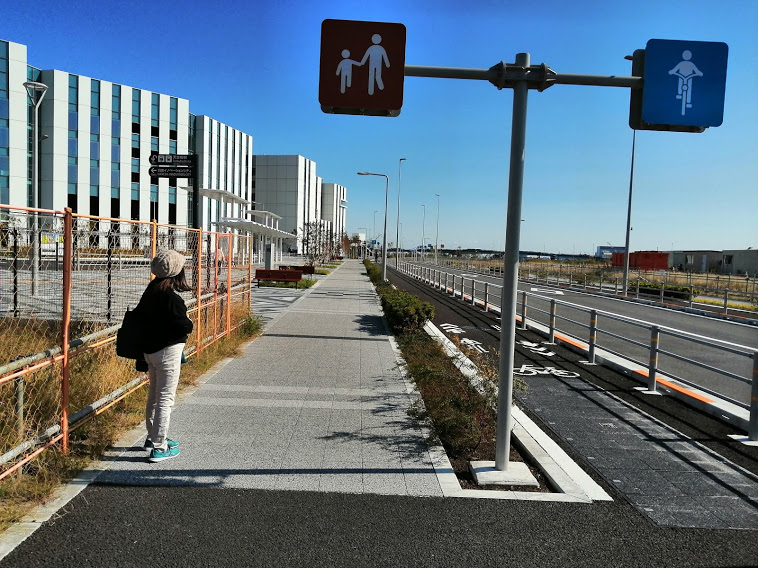 天神橋を渡って、現在の空港に向かう道沿い