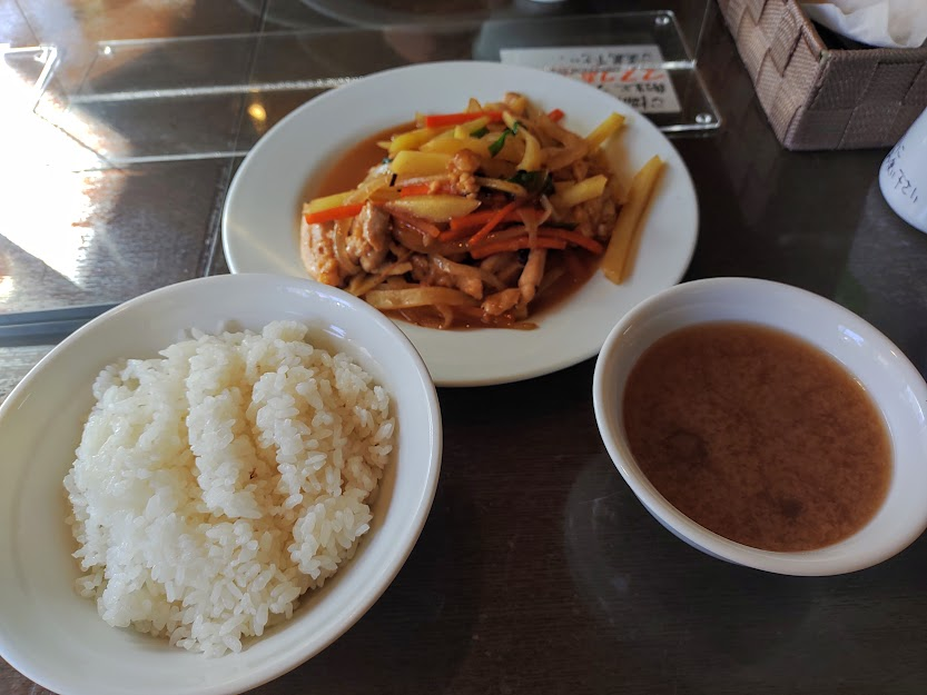 味かね食堂千鳥町店の、鶏肉と新ジャガイモのピリ辛炒め定食