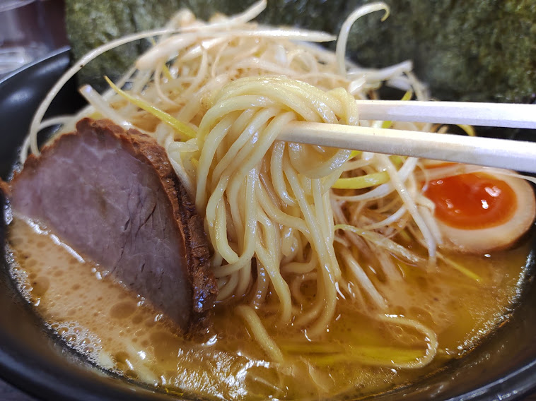 ラーメン道楽環八矢口渡店(大田区多摩川)は、コシのある玉子麺と作り置きしないフレッシュでクリーミーな濃厚スープの店