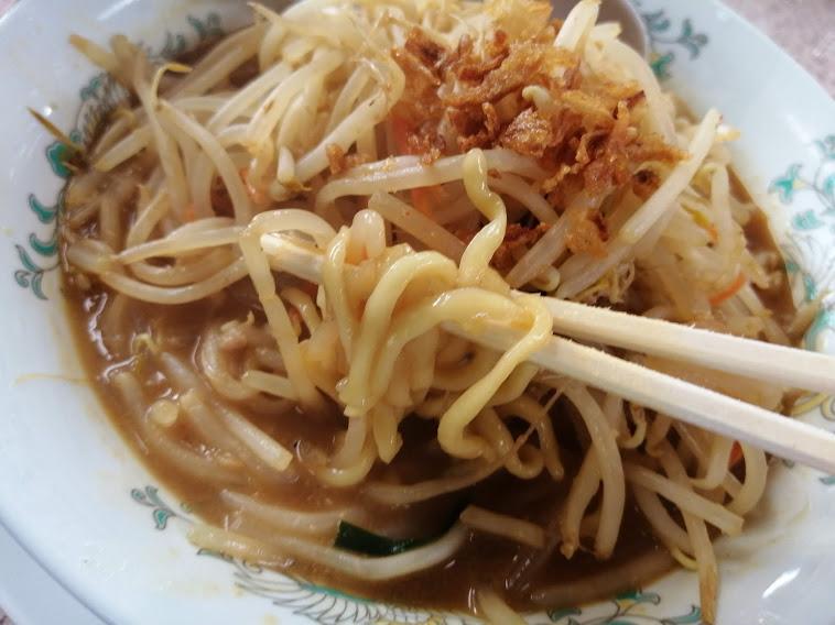 みそ一発多摩川店(大田区多摩川)は、『味・香り・コク』の絶妙なバランスを実現した秘伝の味噌と野菜マシマシ無料の店です